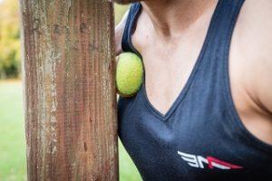 pallina tennis petto